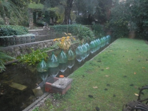 A clever use for old glass bottles all found in the rubbish.