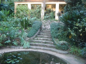 Very much reminds me of the steps leading down to the bathing pool at Hidcote