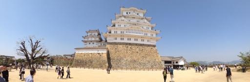 Himeji-jo from the upper terrace.