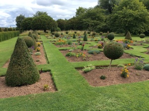The Parterre requires hand edging once a month, with weekly maintenance trims to keep it crisp.