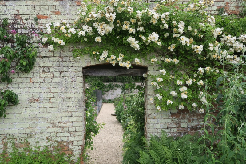 Stunningly simple passages are what help to make this garden such a surprise.